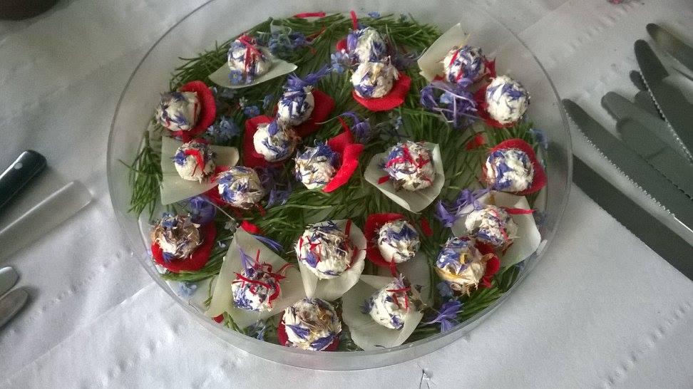 Pétales de fleurs, pistils et fromage